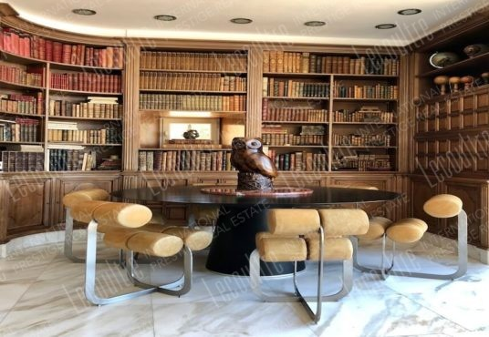 Mas Luberon Lourmarin chambre bibliothèque