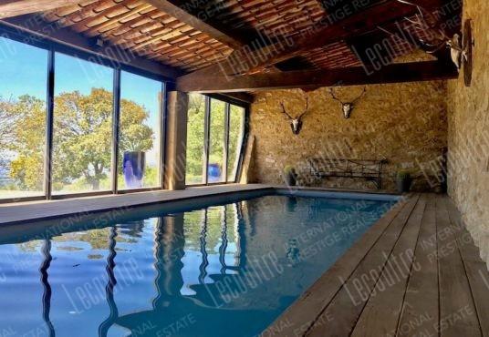 Mas Luberon Lourmarin piscine intérieur