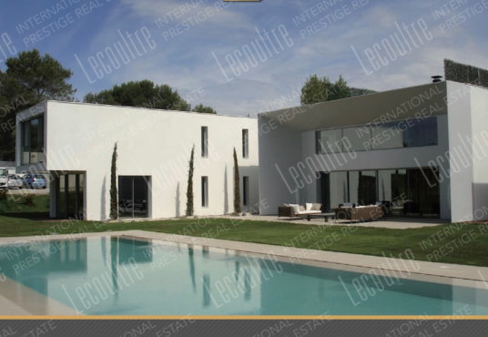 Villa contemporaine Mougins parc piscine