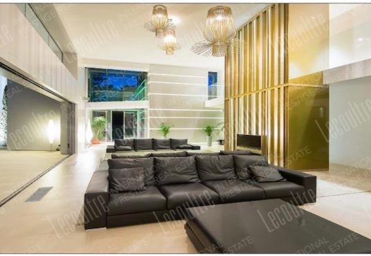 Villa contemporaine Mougins cheminée