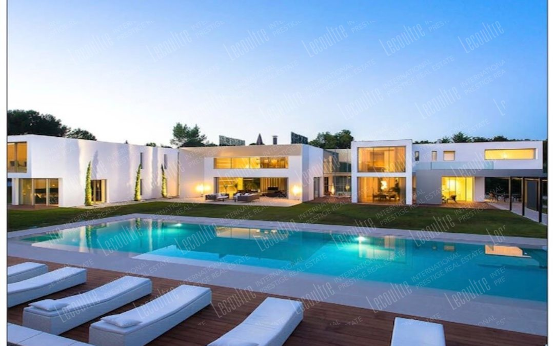 Villa contemporaine Mougins face et piscine