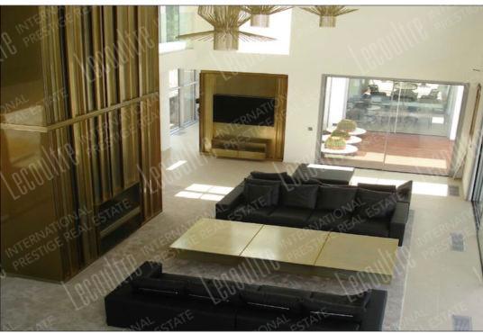 Villa contemporaine Mougins pièce de vie salon baie